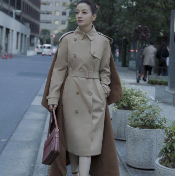 Burberry 经典风衣、围巾、美包、羽绒服 4.4折起:经典围巾410加元、风衣1419加元、相机包 915加