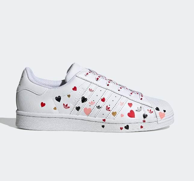 简约别致巧心打造,adidas 2020 情人节系列上市!Originals Superstar 情人节版贝壳鞋于2月13日凌晨1点开卖
