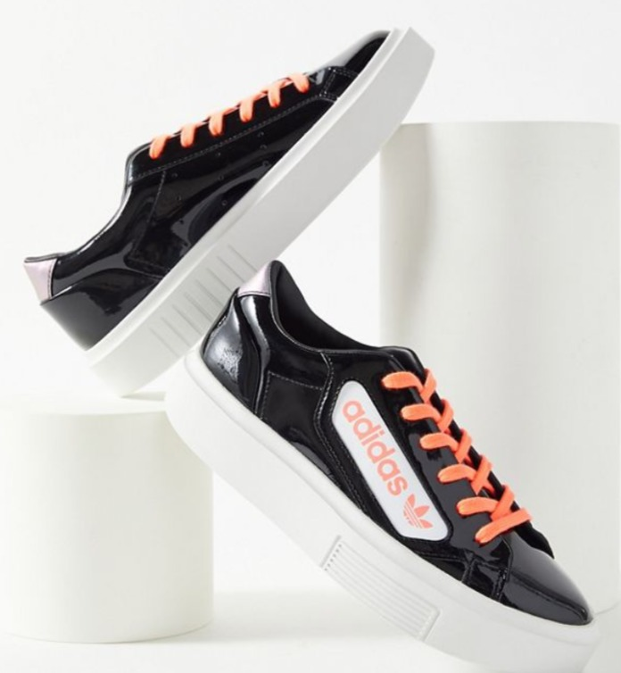 UO精选adidas 、FILA、Dr. Martens 等男女品牌运动鞋靴 3.6折起优惠!