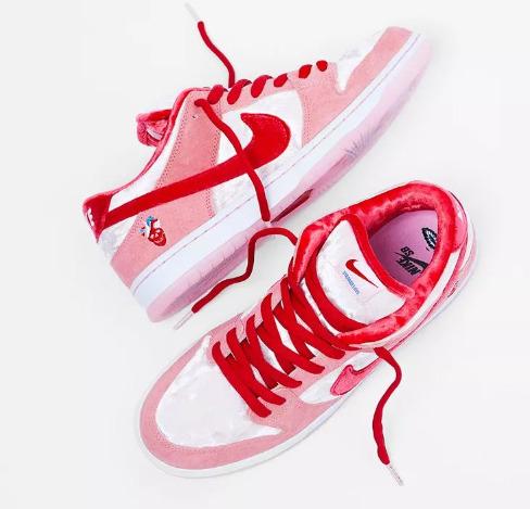 Nike SB Dunk Low Strangelove情人节主题 人气明星球鞋 售价135加元 2月8日 东部时间 早上6点发售