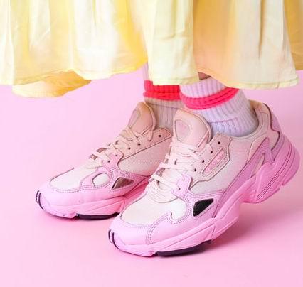 adidas Falcon Athletic 粉色老爹鞋 49.81加元起,原价 140加元,包邮