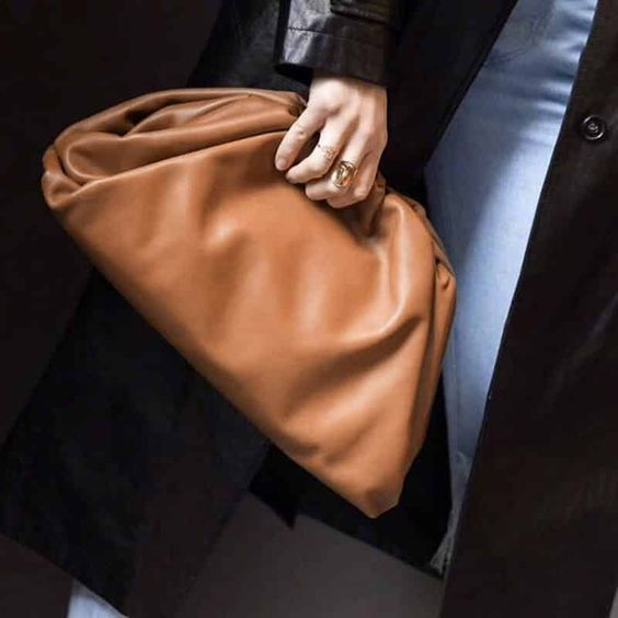 Bottega Veneta 精选时尚美包变相6.4折+额外8.5折:迷你云朵包516加元、云朵包 1326加元、Cassette单肩包 2448加元