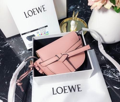 Loewe 随性好搭又时尚 手袋、牛仔裤、美鞋 4.6折起优惠!