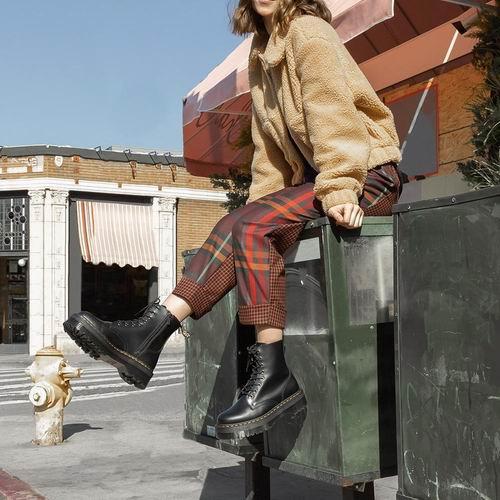 精选 Dr. Martens 男女时尚马丁靴5.8折起!低至101加元,封面款183加元!