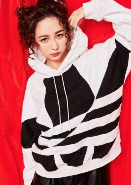 adidas三叶草时尚服饰 5折起+额外9折,最大三叶草LOGO再度刷爆时尚圈,穿上就自信与气场兼具!