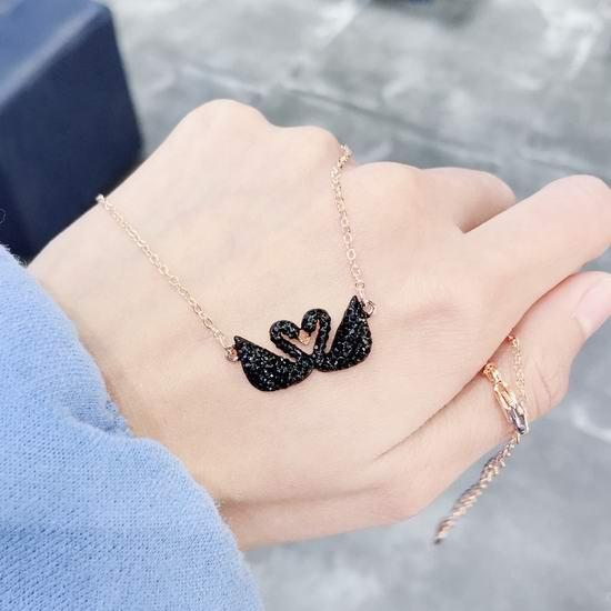 Swarovski 施华洛世奇 黑天鹅系列项链、耳环、手链、胸针、挂饰5折起!低至24.5加元+无门槛包邮!