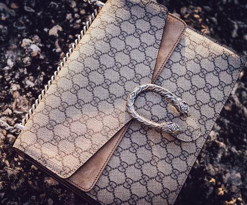 Gucci 精选美包、美鞋6.4折起+无关税 :乐福鞋 687.5加元、T恤 480.36加元、酒神包 2544.64加元