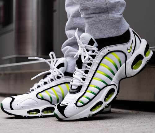 Nike潮款运动鞋、服饰 4.5折起: React Element 55运动鞋79加元、Air Max Tailwind IV运动鞋 105加元
