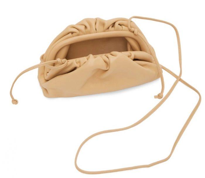 Bottega Veneta 小号云朵包 1275加元,原价 1850加元,包邮