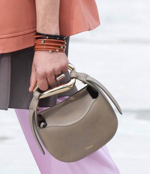 明星博主都爱!Chloé时尚美包、美鞋、美衣、太阳镜 3折起:钱包 358加元、马鞍包 898加元