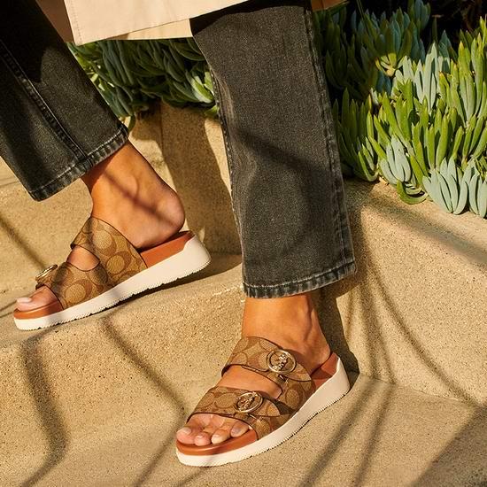 最后机会!Coach Outlet 时尚凉鞋、高跟鞋、运动鞋、拖鞋3折起+额外8折+额外9折+包邮无关税!折后低至38.45美元!