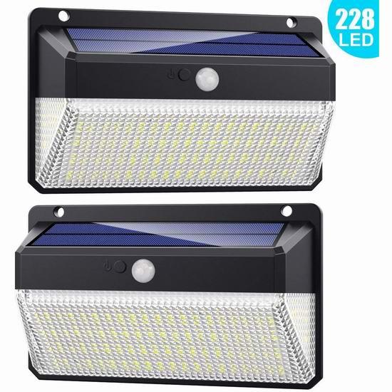 QTshine 2200mAh 228 LED 三面照明 超亮 太阳能运动感应灯2件套 31.1加元限量特卖并包邮!亮度高达1500流明!