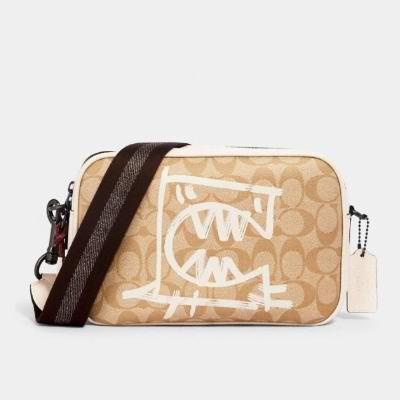 折扣升级!Coach Outlet精选 Rexy × Guang Yu合作款 涂鸦风酒神包、单肩包、背包、腰包、钱包、T恤等4折起+包邮!