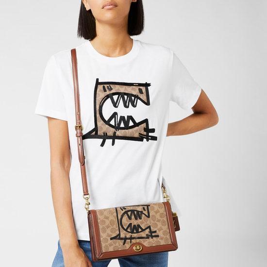 折扣升级!Coach Rexy × Guang Yu合作款 涂鸦风酒神包、单肩包、背包、腰包、钱包、T恤等4折起+额外9折+包邮!低至31.68美元!
