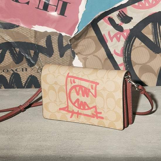 Coach Rexy × Guang Yu 合作款 涂鸦风单肩包、背包、腰包、钱包、手拿包、T恤、拖鞋全部5折+额外9折+包邮!低至39.6美元!