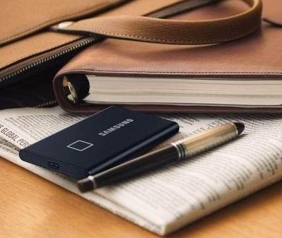 Samsung 三星T7 指纹解锁 移动固态硬盘1 TB  7折 229.99加元
