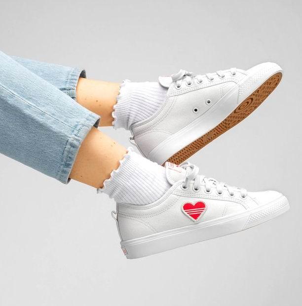 Adidas三叶草时尚爱心小白鞋、运动鞋4.1折起+额外8.5折,封面款66加元!