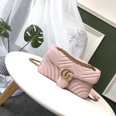 GUCCI Marmont粉色迷你链条包 1950加元,官网价 2465加元