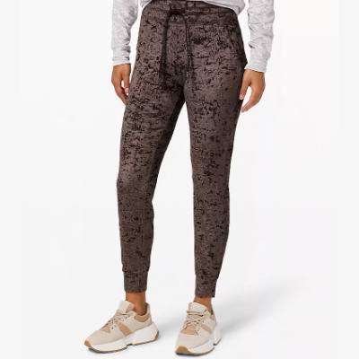 新款加入!lululemon冬季大促,精选运动服饰2.8折起+包邮,慢跑裤 49加元、训练裤 79加元、瑜伽裤 79加元