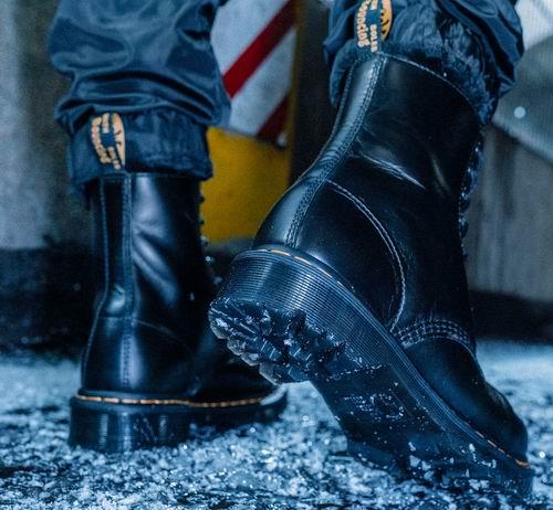 精选多款 Dr. Martens 男女时尚马丁靴4.8折起,低至78加元!