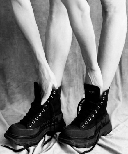 捡漏价!精选潮款休闲运动鞋、短靴、雪地靴 2折 29加元起!马丁靴0、匡威、Nicholas Kirkwood乐福鞋 4、麦昆厚底高帮休闲鞋 0
