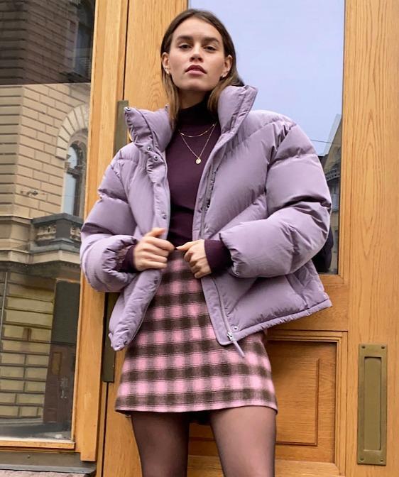 Aritzia冬季服饰4折起:鹅绒服 75加元、100%美利奴羊毛 V领毛衣 68.99加元、泰迪熊大衣148.99加元