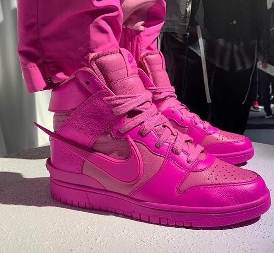 新色发售:AMBUSH x Nike Dunk High联名 粉紫配色 运动鞋 235加元  东部时间2月17日早上6点开抢
