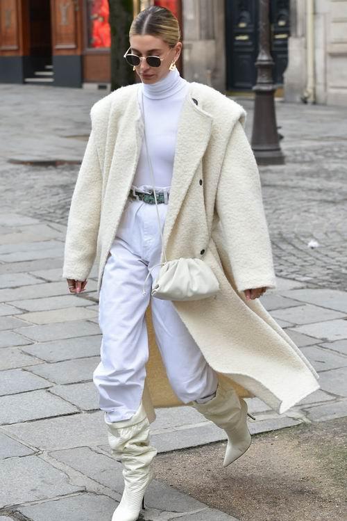 时尚达人追捧!Bottega Veneta 迷你云朵包 6.5折 1410加元起,原价 2170加元,包邮