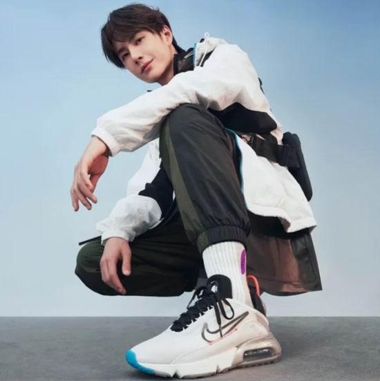 与王⼀博畅想未来!NIKE AIR MAX 2090 运动鞋 5.5折 87.99加元起