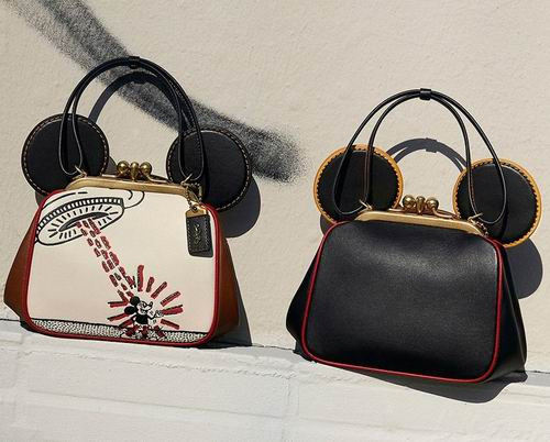 Coach Outlet精选 Disney X Coach 联名美包、服饰4折+额外8.5折!米奇T恤.72、托特包0.3、大耳朵米奇包8.3!