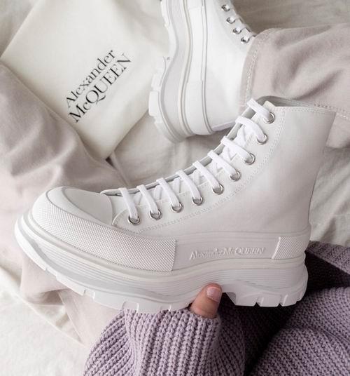 手慢无!Alexander McQueen麦昆小白鞋、时尚短靴4折起,折后低至424加元!