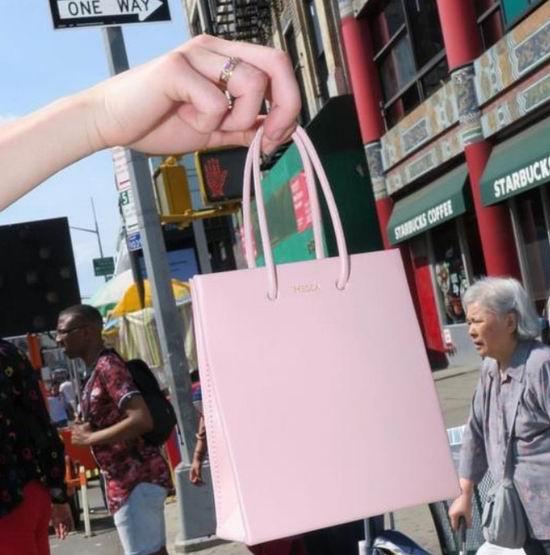 """迪丽热巴蕾哈娜都爱!Medea 小众包 时尚""""纸袋子""""6折 122.99加元起!"""