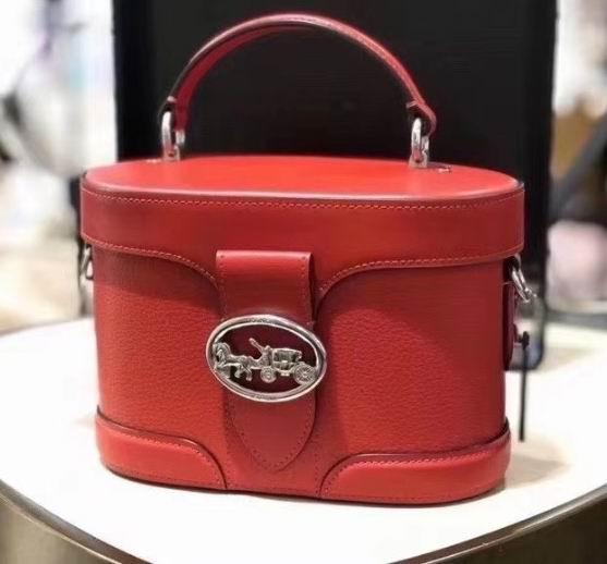 Coach Georgie Gem 大红色盒子包 87.5美元,原价 350美元,包邮