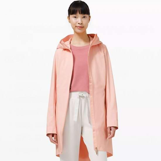 补货!lululemon 露露乐檬 Rain Rebel 中长款女士粉色风衣 159加元包邮!码齐!