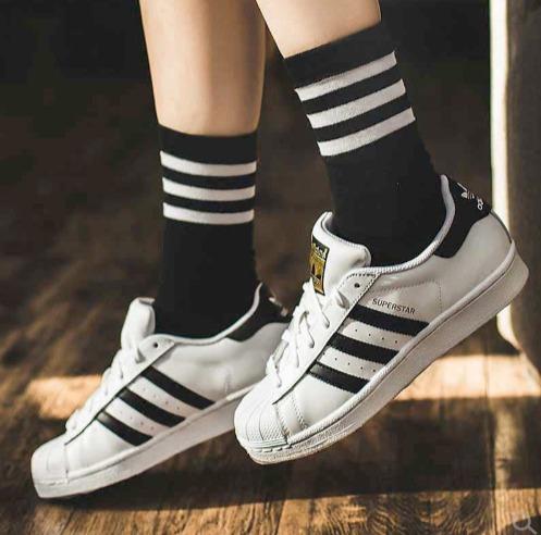 adidas三叶草潮款运动服、运动鞋6折起+满立减10加元:T恤 19.2加元、小绿鞋 62加元