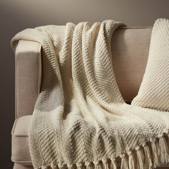 Indigo精选居家用品3折起:流苏毯17.5加元、马克杯7加元、帆布托特包 9.5加元