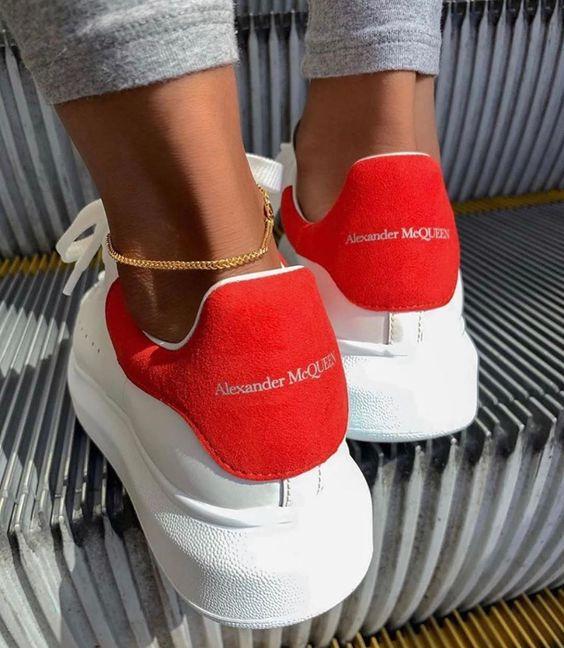 小白鞋界的背影杀手!Alexander McQueen 超人气小白鞋7.2折起,低至477加元!Holt Renfrew同款价720加元