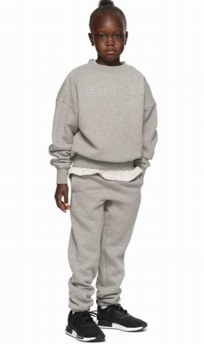 SSENSE儿童潮牌服饰:Moschino泰迪熊T恤135加元、Essentials 长袖T恤 50加元、Acne Studios儿童运动衫 160加元