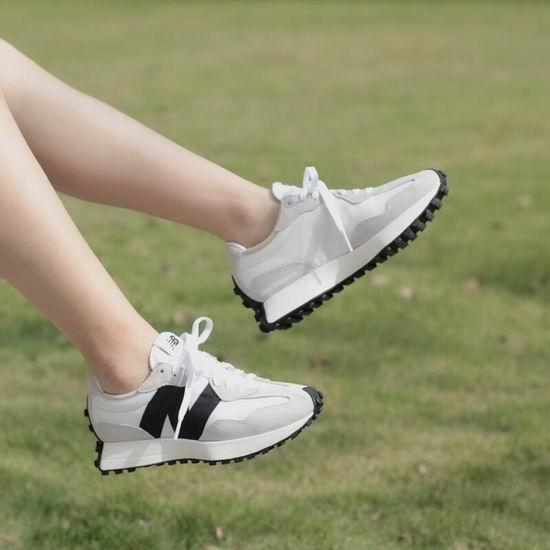 众多时尚博主上脚!小红书爆款 New Balance 327 百搭又时尚 复古运动鞋 9折 99加元起