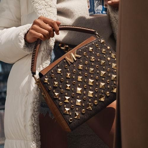 Michael Kors官网大促,精选美包、美鞋、美衣等2.7折起+包邮!斜挎包79加元
