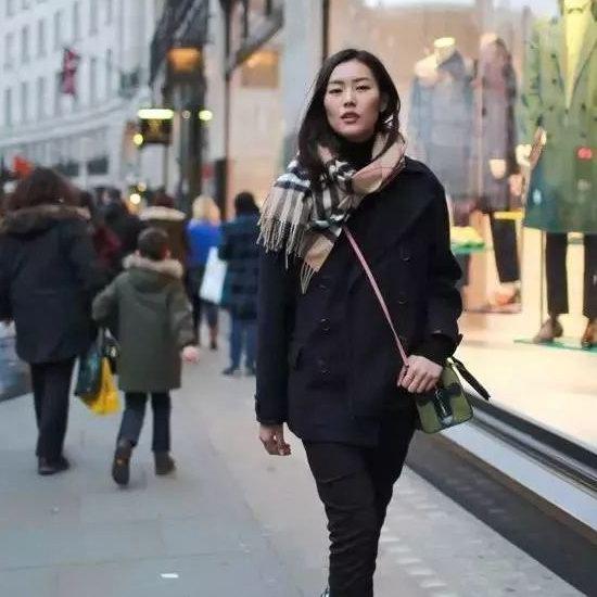 冬季凹造型神器!Burberry 巴宝莉 经典英伦风羊绒格子围巾8.1折 490加元包邮!2色可选!